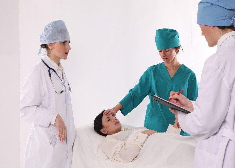 Наблюдение медиков за больным